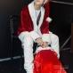 Sơn Tùng MTP hóa ông già Noel phát quà tặng fan trong đêm Giáng sinh
