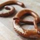 Pretzel - Bánh quy cây: Biểu tượng văn hoá châu Âu với nhiều tranh cãi về nguồn gốc