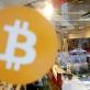Giá Bitcoin 'ăn theo' tiếng đạn bom