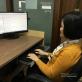 Nữ kỹ sư ngành Điện say mê test