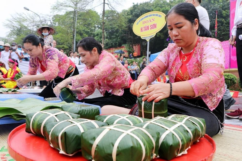 Trong văn hoá Việt thời kỳ Hùng Vương thì bánh trưng tượng trưng cho đất