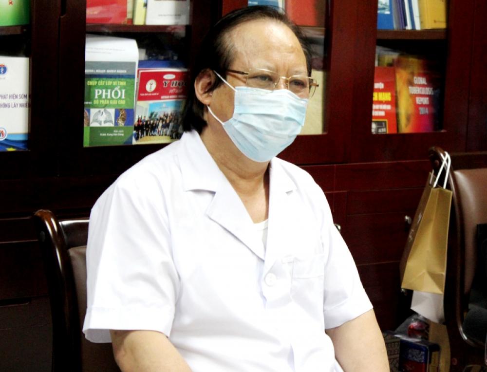 PGS. TS Nguyễn Viết Nhung trao đổi với báo chí