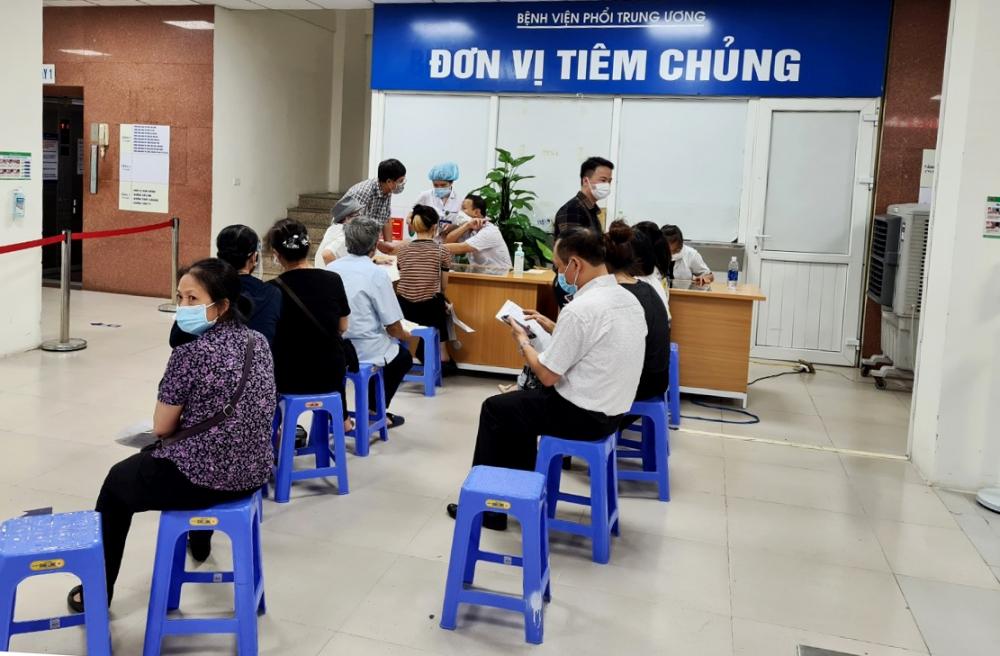 Quy trình sàng lọc trước tiêm tại Bệnh viện Phổi Trung ương được tuân thủ chặt chẽ theo yêu cầu của Bộ Y tế
