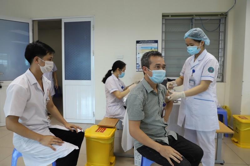 Người dân rất quan tâm đến quy định về việc di chuyển của những người đã tiêm đủ 2 mũi vắc-xin phòng COVID-19
