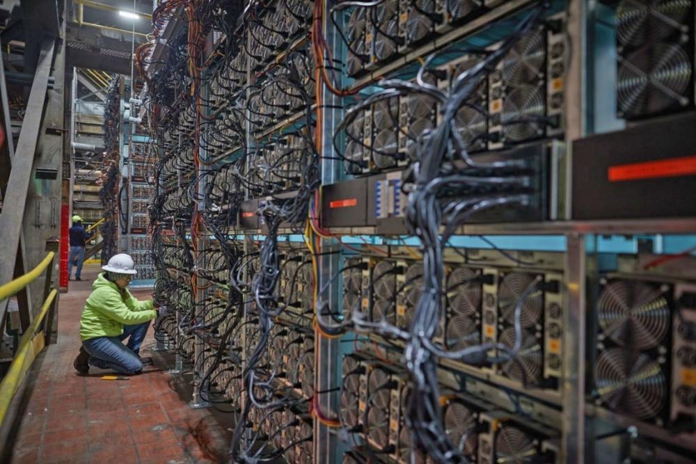 """Các công xưởng """"trâu cày"""" bitcoin đang ngày càng bị thu hep sau các lệnh siết chặt quản lý của giới chức Trung Quốc"""