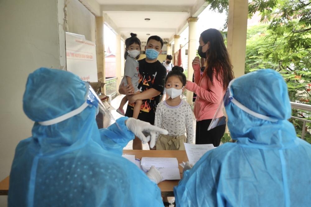 Một cơ sở y tế thực hiện test nhanh kháng nguyên virus SARS-CoV-2 tại 26 Lương Ngọc Quyến