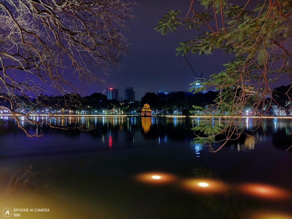 Hình ảnh bờ hồ Hoàn Kiếm được vị CEO này cho biết chụp bằng sNight 2.0