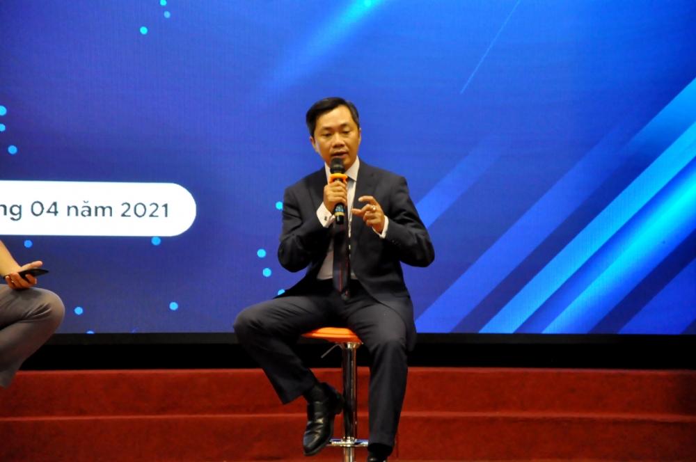 CEO Trần Quốc Bảo thông tin sâu hơn về ứng dụng CCOL với các cơ quan thông tấn