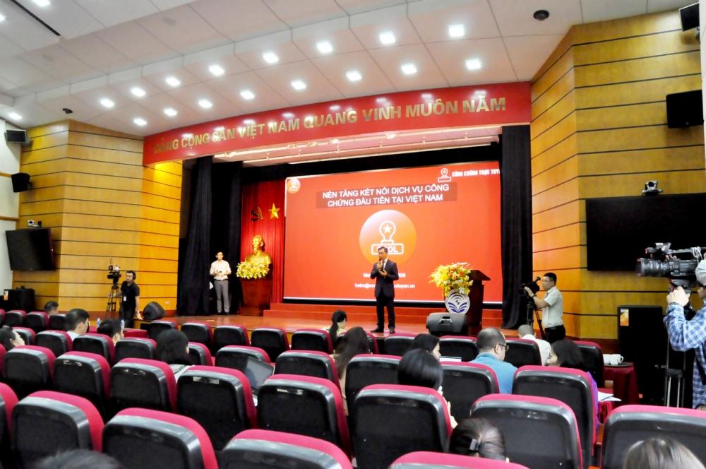 """Toàn cảnh buổi lễ ra mắt CCOL tại """"Ngày thứ 6 công nghệ"""" do Bộ TT&TT tổ chức"""