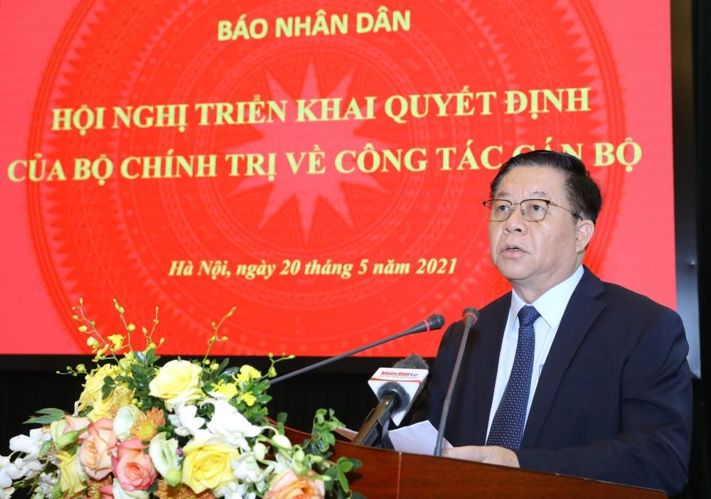 Trưởng Ban Tuyên giáo Trung ương Nguyễn Trọng Nghĩa tin tưởng tân Tổng Biên tập Báo Nhân dân Lê Quốc Minh sẽ tiếp tục phát huy truyền thống 70 năm xây dựng, trưởng thành của Báo Nhân dân