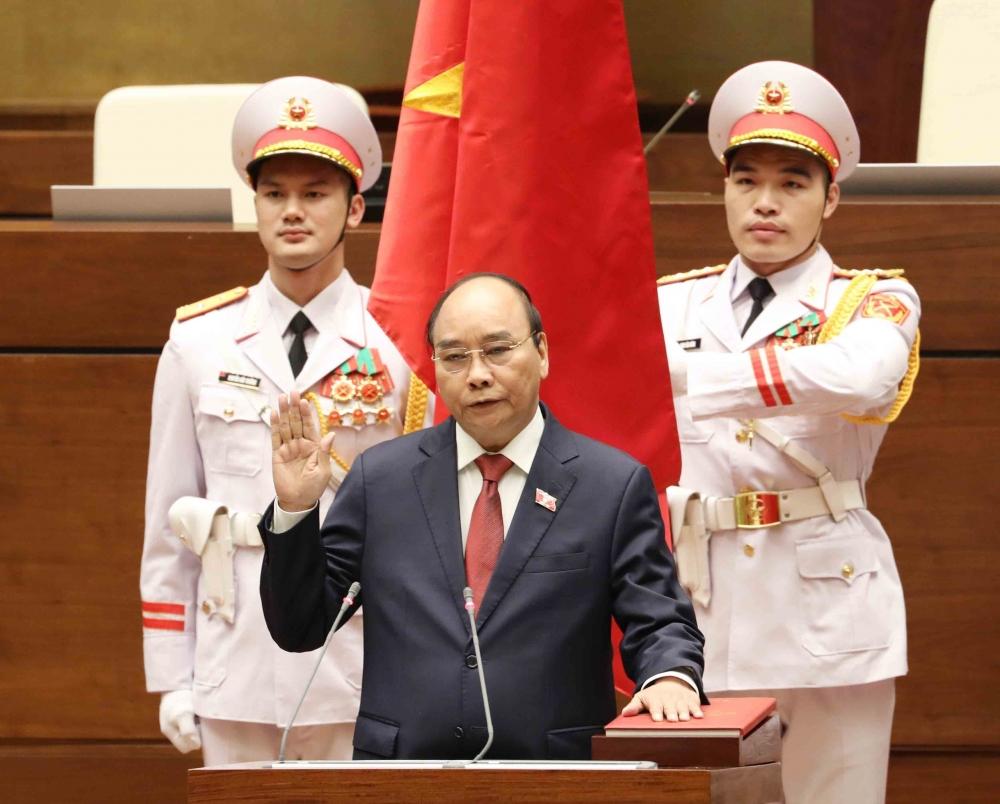 Chủ tịch nước Nguyễn Xuân Phúc thực hiện Nghi lễ Tuyên thệ nhậm chức