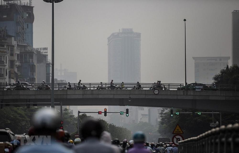 Các chuyên gia cảnh báo người dân Hà Nội và khu vực phía Bắc hạn chế các hoạt động ngoài trời trong khoảng thời gian từ 10h đến 14h