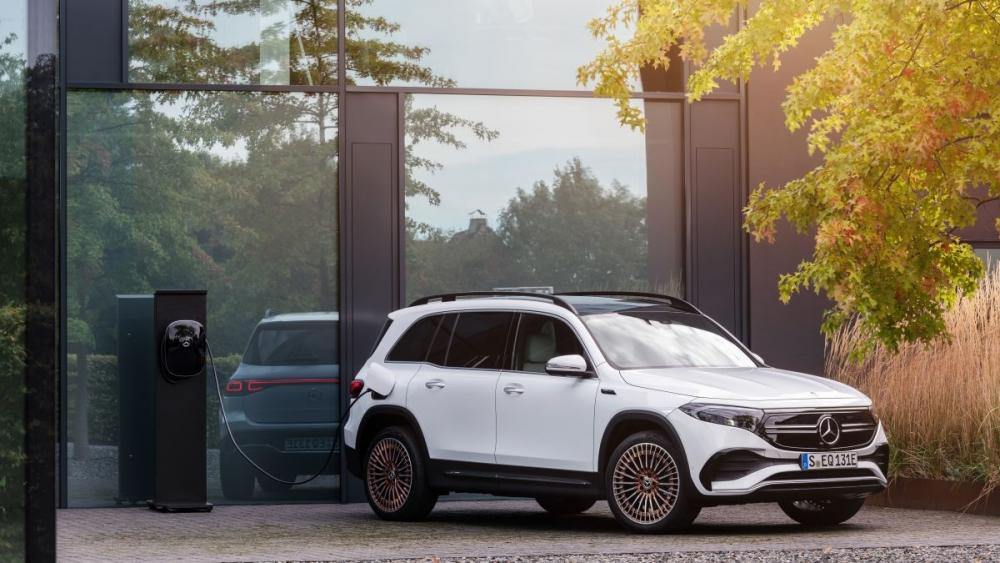 """Với kế hoạch """"táo bạo"""" này giúp Daimler kỳ vọng có thể trình lạnh mẫu Mercedes chạy hoàn toàn bằng điện vào năm 2025"""