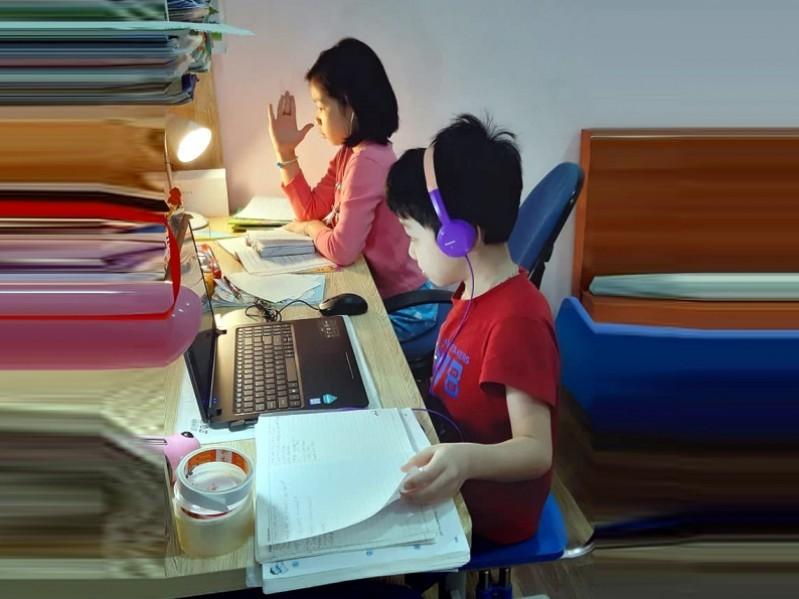 Đường truyền internet không đảm bảo sẽ gây ảnh hưởng đối với giao tiếp giữa học sinh và cô giáo