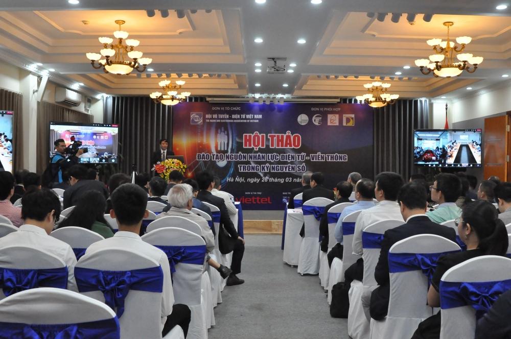 Toàn cảnh hội thảo Đào tạo nguồn nhân lực điện tử viễn thông trong kỷ nguyên số