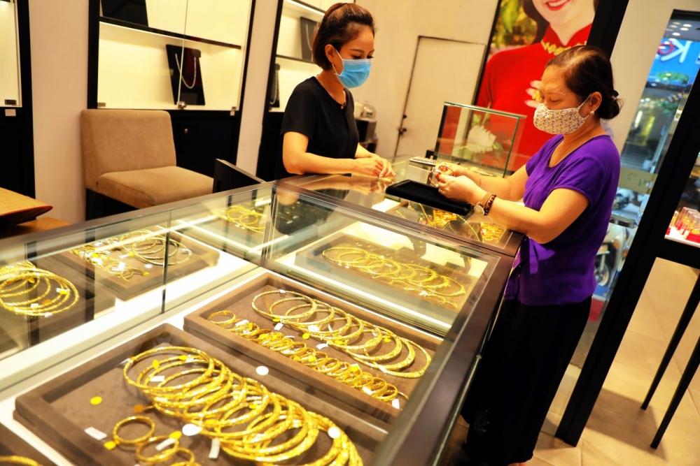 Dự báo giá vàng sjc trong nước ngày 9/7 sẽ không có nhiều biến động dù đồng USD mất giá