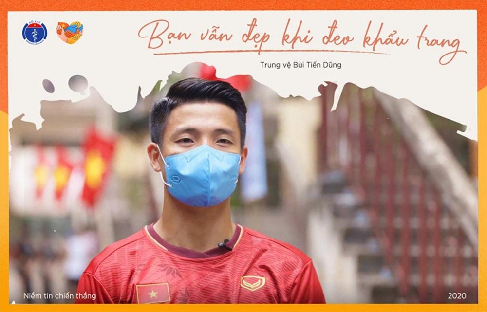 Việc đeo khẩu trang cũng đã được Bô Y tế Việt Nam coi như là giải pháp phòng dịch COVID-19 hiệu quả nhất