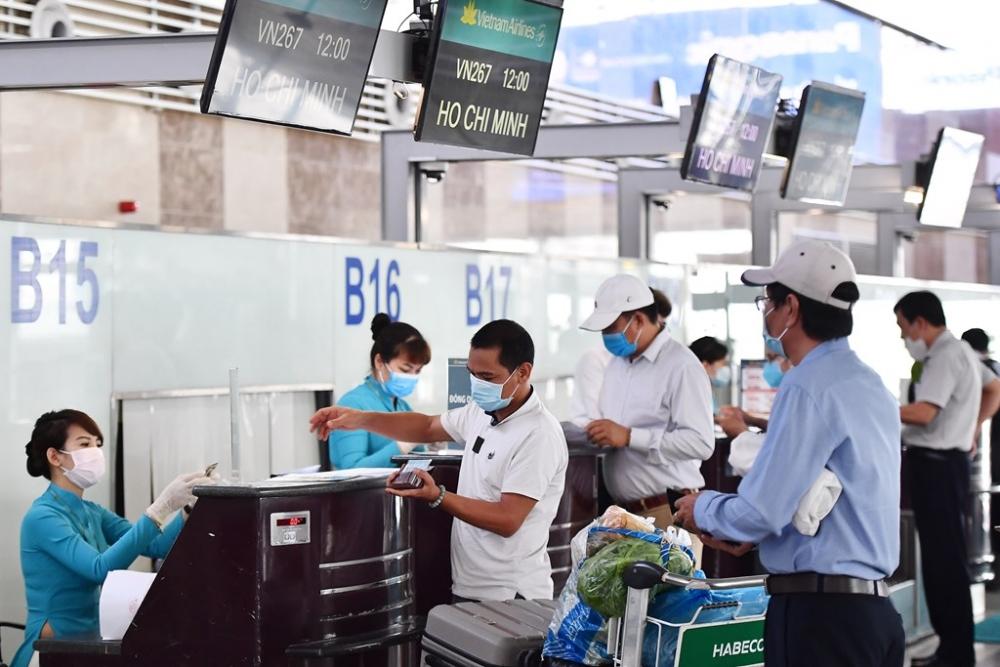 Hàng không Việt Nam chỉ phục vụ hành khách thực hiện nghiêm việc khai báo y tế