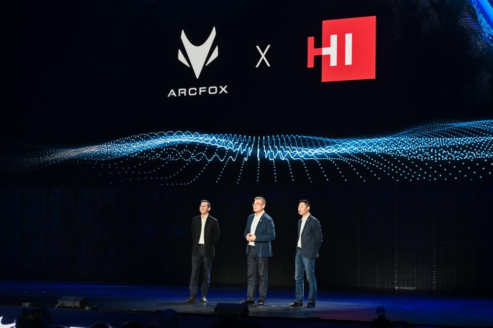 Lãnh đạo Huawei giới thiệu bộ sản phẩm hoàn thiện cho xe ô tô thông minh Huawei Inside