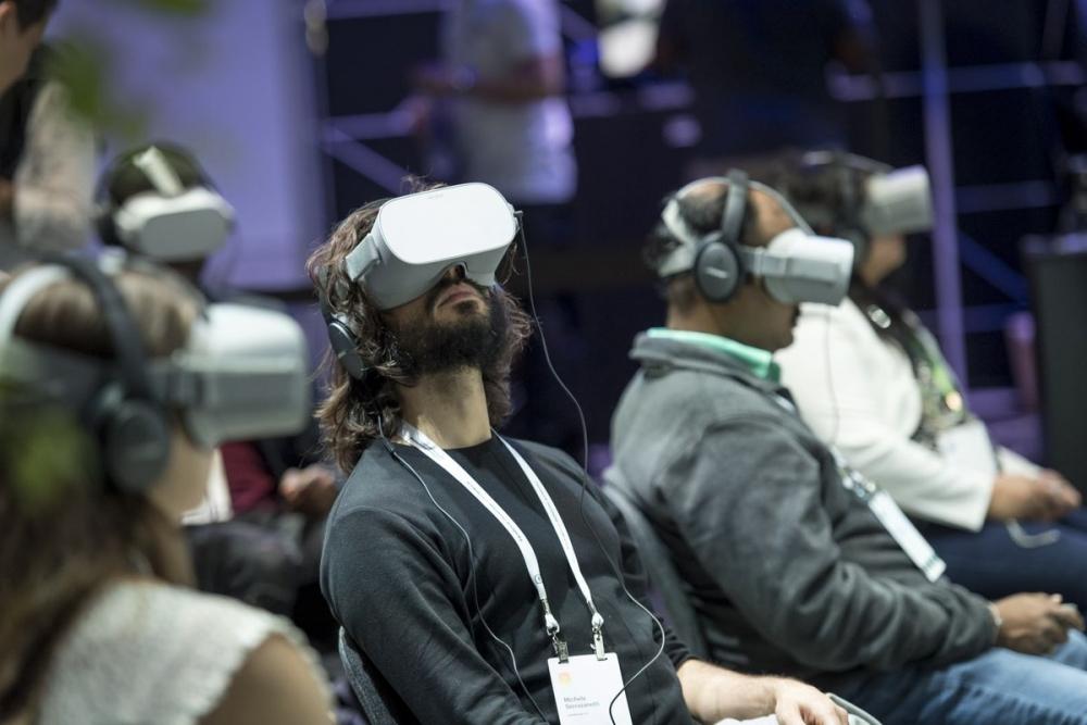 Horizons Workroom sẽ được triển khai rộng rãi với nền tảng Facebook cùng thiết bị kĩnh thực tế ảo Oculus Quest 2