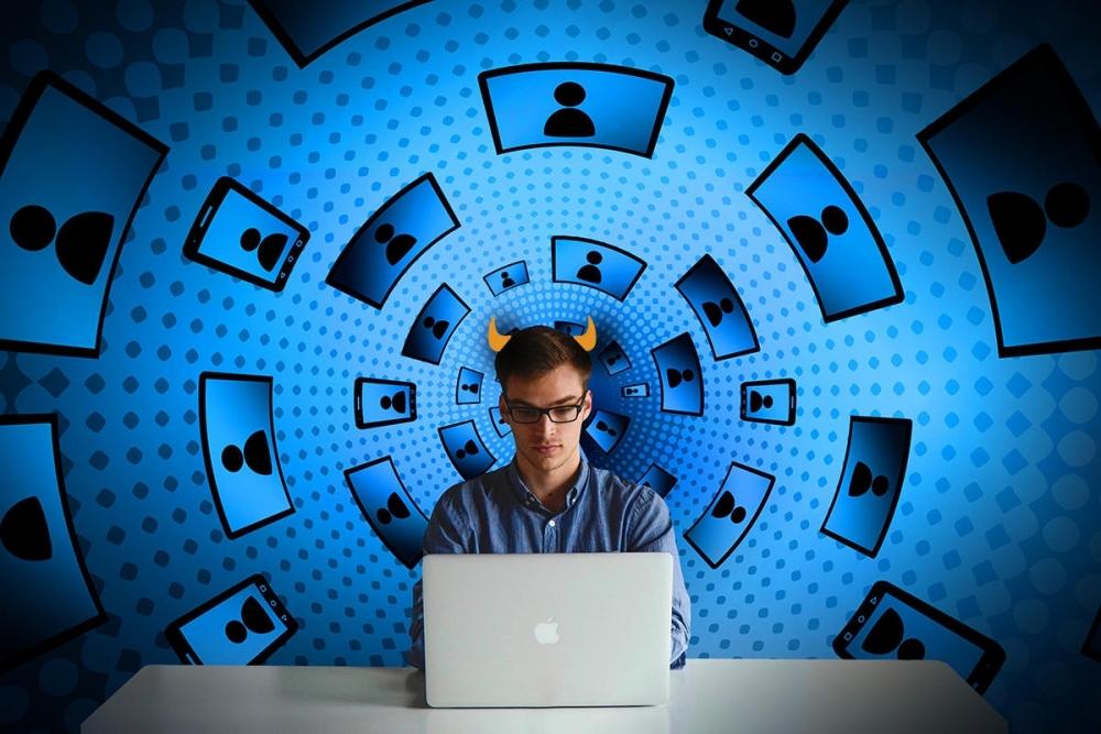 """Các nền tảng mạng xã hội ngày càng chi phối đời sống dân sinh cũng là lúc """"lùm xùm"""" pháp lý ra tăng"""