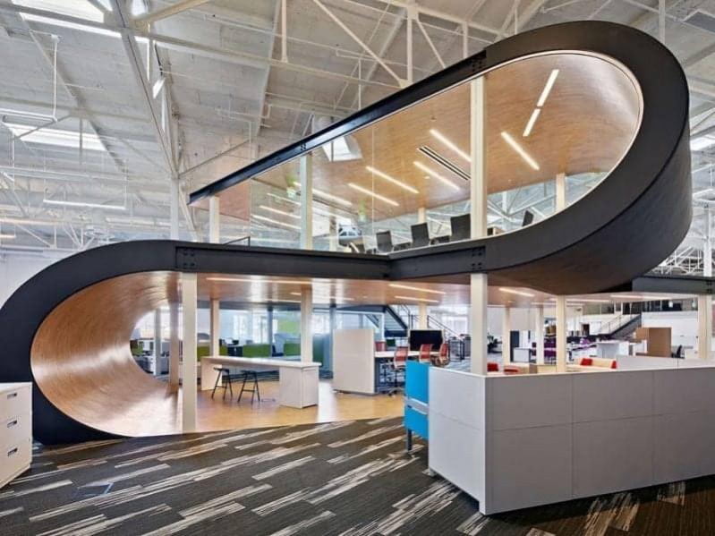 Không gian làm việc mang đầy tính sáng tạo của Apple luôn là niềm mơ ước của không ít người lao động hiện nay