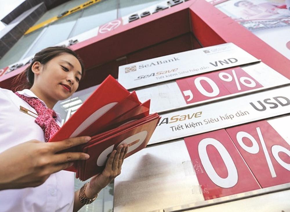 Lãi suất liên tục hạ ở mức thấp khiến cho hệ thống ngân hàng không còn hấp dẫn người dân
