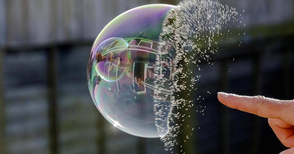 """Thông tin """"bong bóng"""" chứng khoán chỉ là tâm lý chung của nhà đầu tư trước mức giảm điểm kỷ lục của thị trường"""