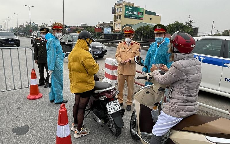 Người dân cần chuẩn bị đầy đủ các loại giấy tờ theo yêu cầu thì việc ra vào Hà Nội sẽ thuận tiện hơn