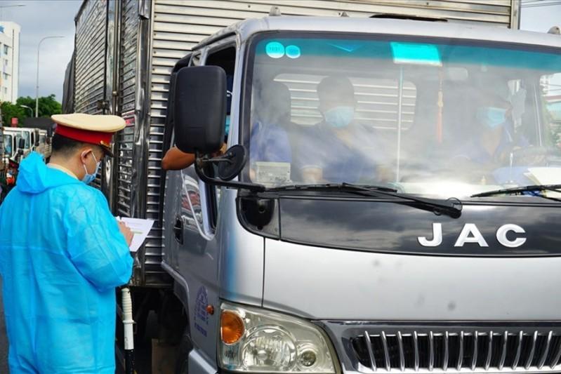 Người lái và người xếp dỡ hàng hoá cần phải được tiêm ít nhất 1 mũi vaccine khi thực hiện hoạt động vận tải hàng hoá trên địa bàn Hà Nội
