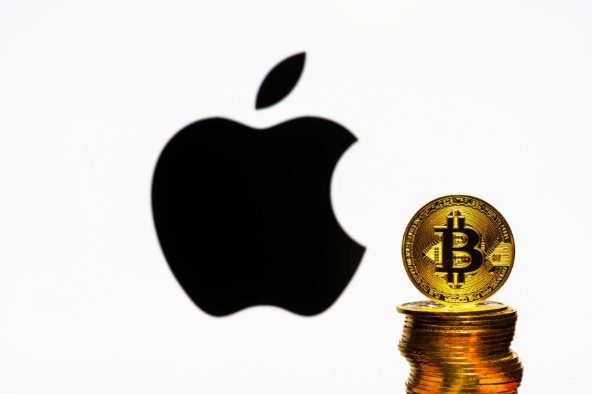 Những kỷ lục liên tiếp được xác lập đã giúp giá trị thị trường của bitcoin bắt kịp với giá trị vốn hoá của Apple