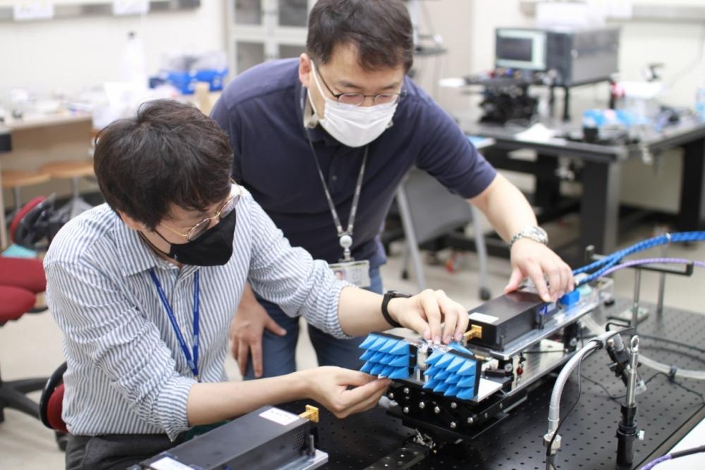 Những biết bị mạng 6G đầu tiên trên thế giới được Viện KAIST phát triển trên nền tảng của dải tần số Thz giúp giảm tiêu hao sóng sẽ giúp đẩy nhanh tốc độ mạng