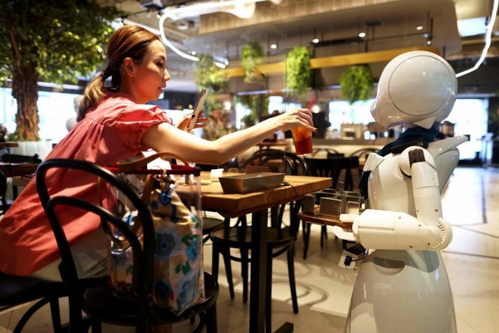 Các robot phục vụ tại quán Dawn được điều khiển bởi người khuyêt tật ở cách xa cả trăm km
