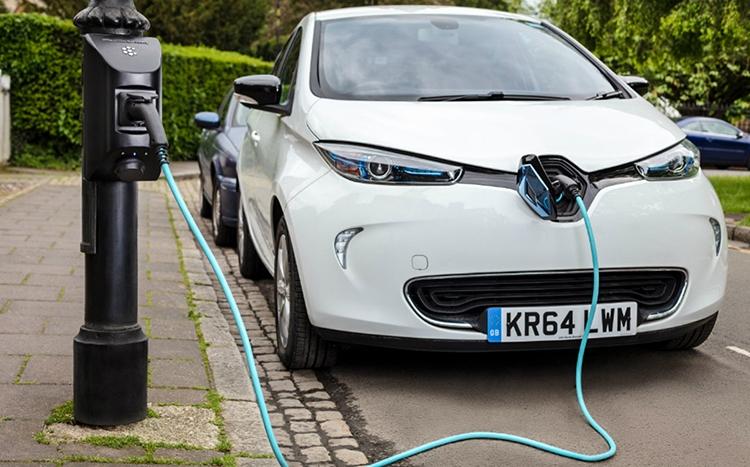 Sạc cho các pin có dung lượng lớn trên xe điện đang là lực cản lớn để sản phẩm an toàn môi trường này phát triển