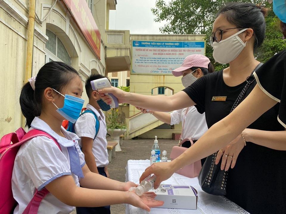 Sở GD&ĐT căn cứ vào tình hình dịch bệnh tại Hà Nội đang dần được kiểm soát nên việc đưa học sinh trở lại trường là an toàn