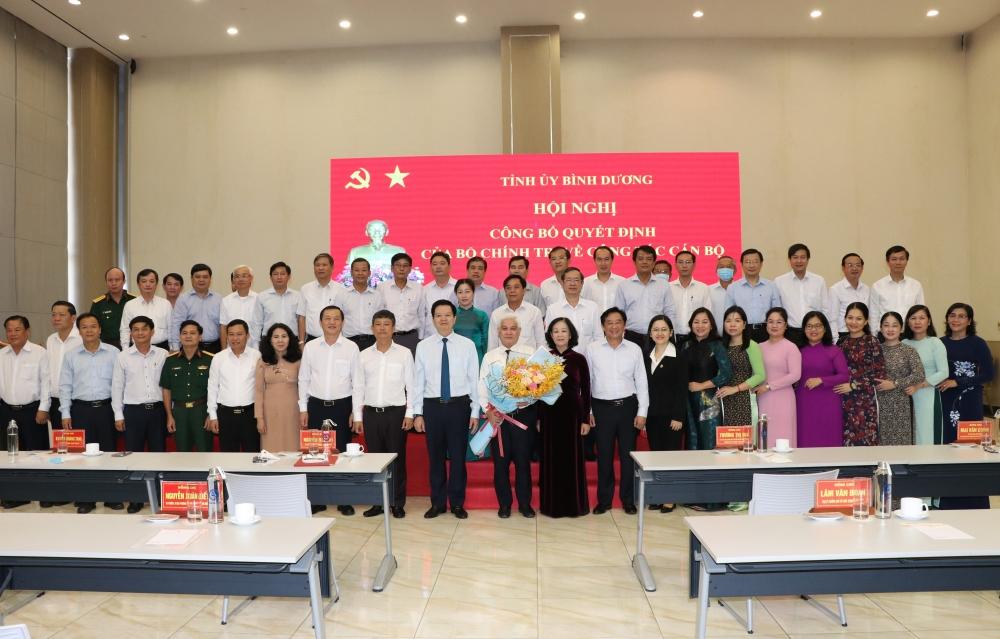 Toàn cảnh buổi lễ trao Quyết định của Bộ Chinh trị cho tân Bí thư Tỉnh uỷ Bình Dương Nguyễn Văn Lợi