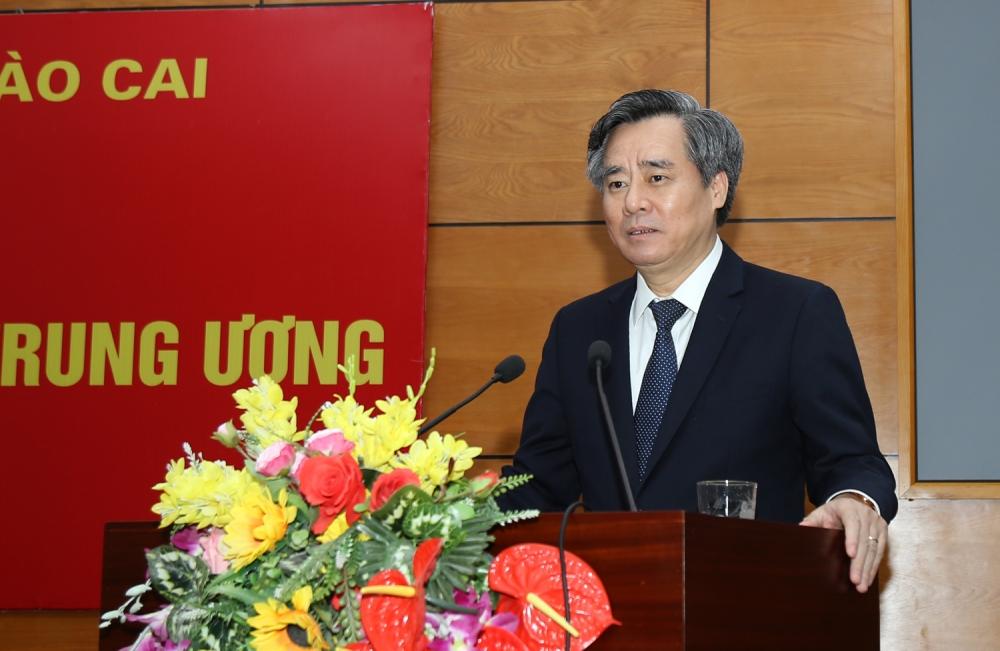 Phó Trưởng Ban Tổ chức Trung ương Nguyễn Quang Dương phát biểu giao nhiệm vụ tại buổi lễ
