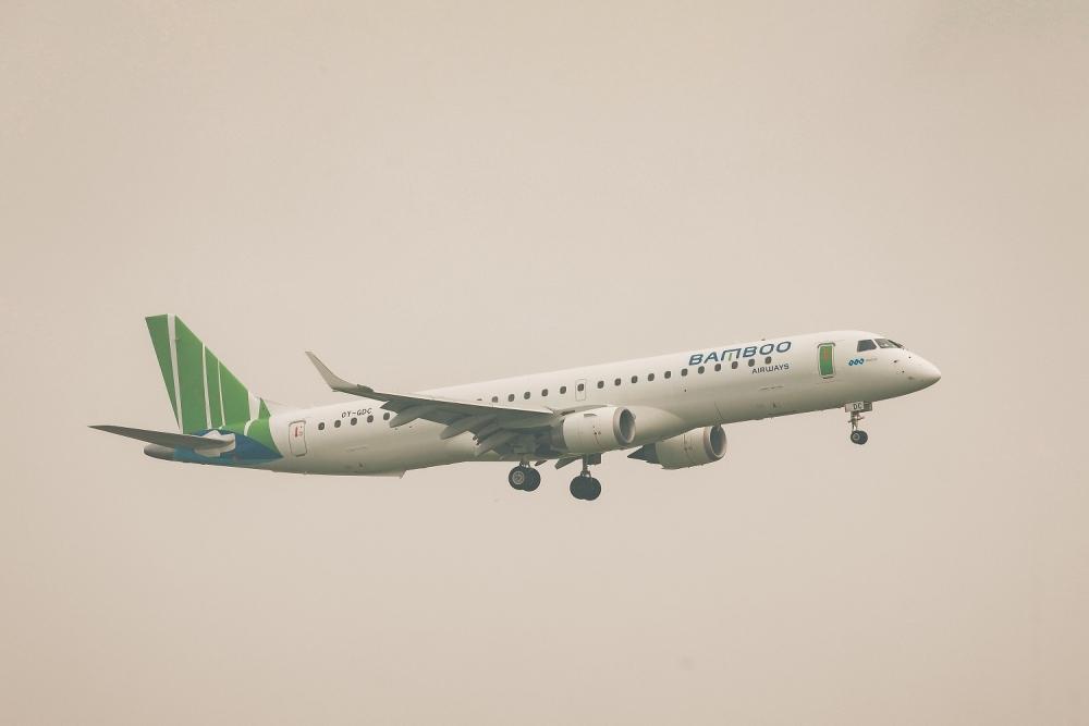 Tàu bay Rmbraer E195 được Bamboo Airway khai thác trên các chặng bay ngắn tại Việt Nam trong thời gian qua