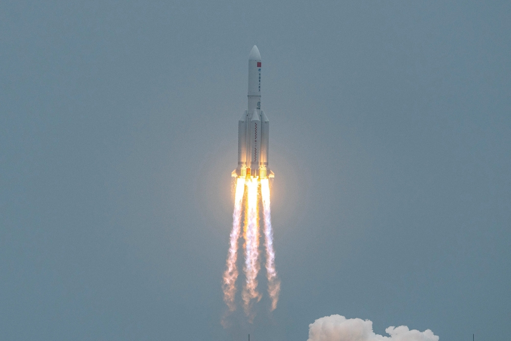 Tên lửa đẩy Trường Chinh 5B đưa trạm không gian Thiên Hoà lên quỹ đạo trái đất ngày 29/4