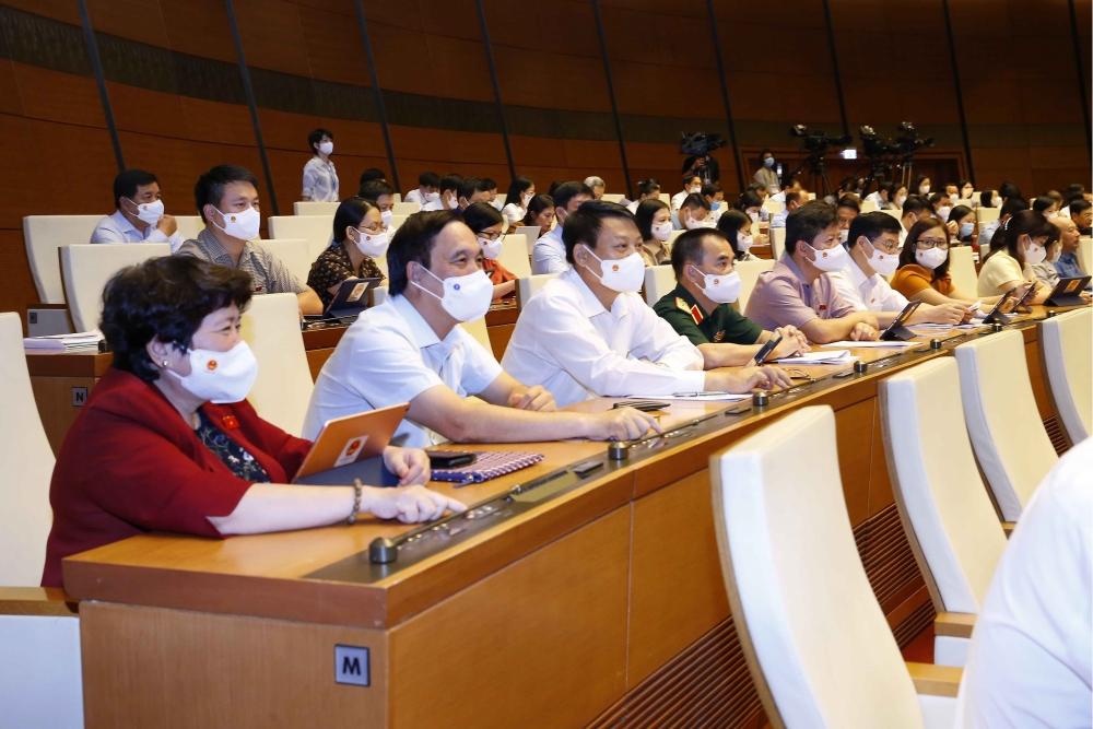 Các ĐBQH biểu quyết thông qua cơ cấu Chính phủ khoá XV bằng hình thức ấn nút