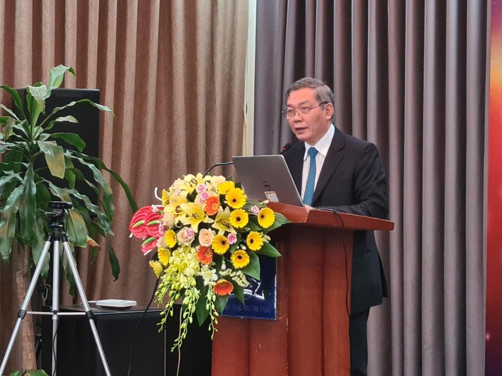 Chủ tịch REV Trần Đức Lai phát biểu đề dẫn tại Hội thảo