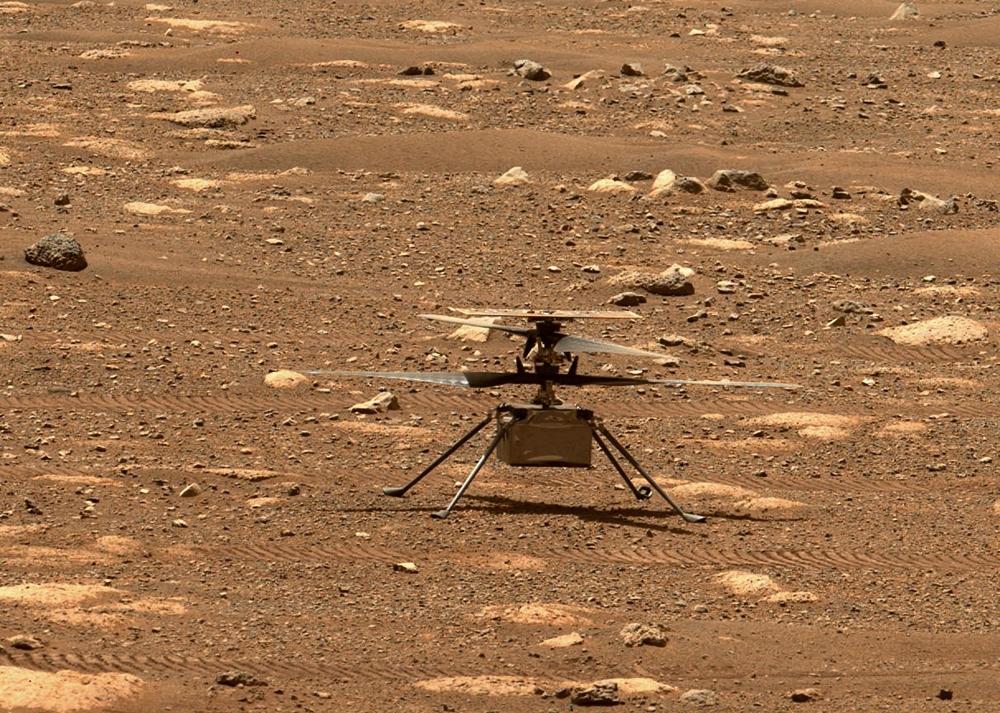 Hình ảnh của trực thăng siêu nhẹ ingenuity trong những buổi thử nghiệm cất cánh gần đây trên Sao Hoả