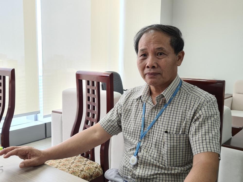 Phó Chủ tịch kiêm Tổng thư ký REV Đoàn Quang Hoan trao đổi với báo chí