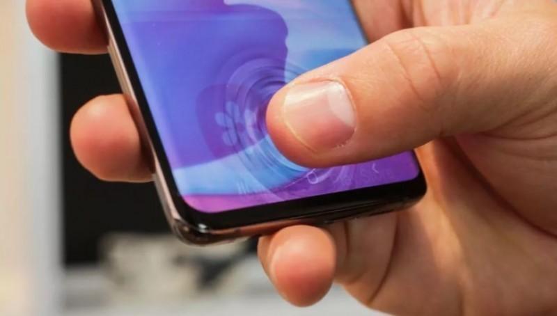 Samsung Galaxy S21 Ultra và Apple iPhone 13 Pro Max
