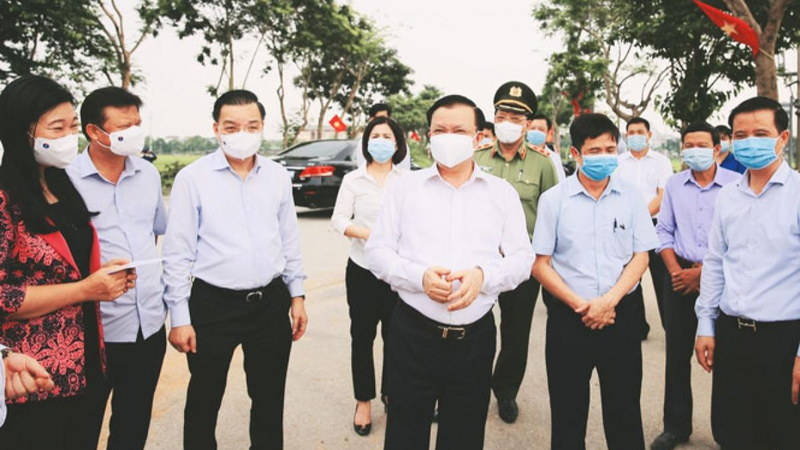 Bí thư Thành ủy Hà Nội Đinh Tiến Dũng kiểm tra công tác phòng, chống dịch COVID-19.