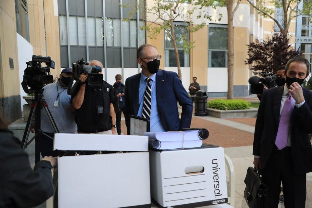 Tim Sweeney, giám đốc điều hành của Epic Games đến tòa án (Thời Báo New York)